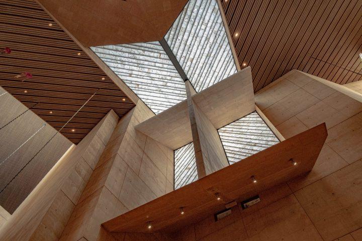 Byggmaterialet - Ytterpaneler, konstruktionsvirke, råspontsluckor och takstolar.