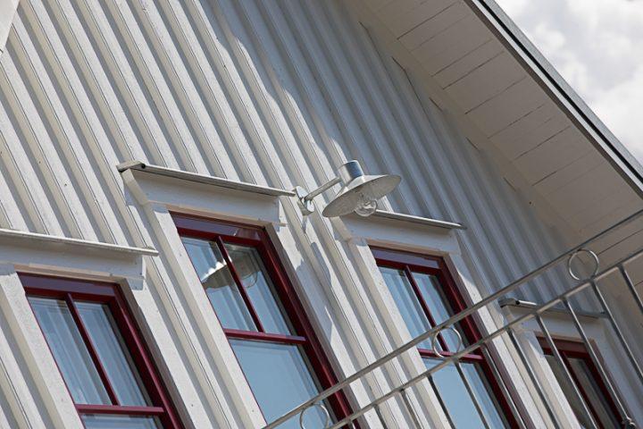 Ytbehandlingar - Ytterpaneler, konstruktionsvirke, råspontsluckor och takstolar.